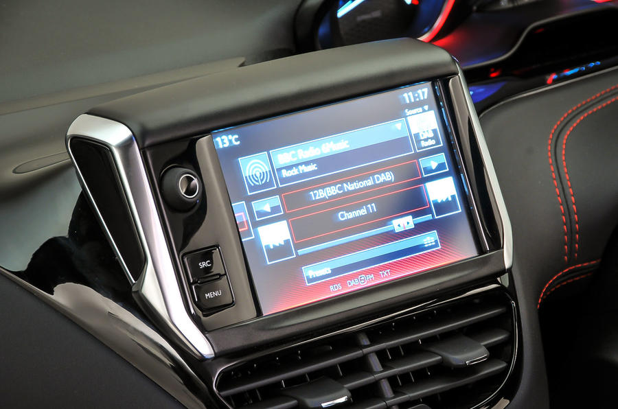 Peugeot 208 GTi infotainment system