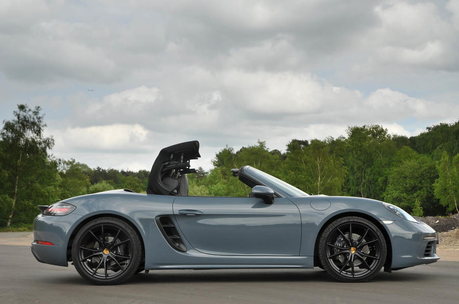 Porsche 718 Boxster roof opening