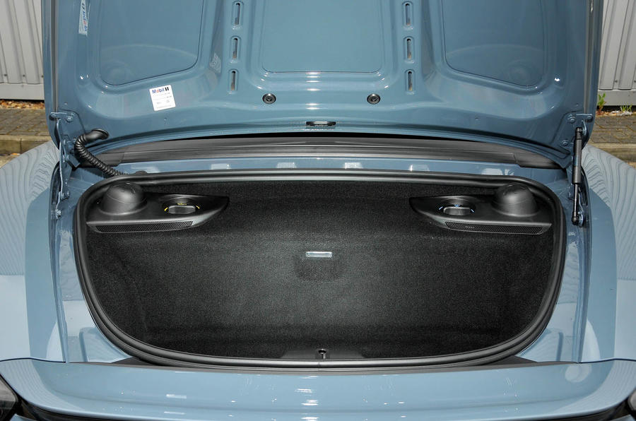Porsche 718 Boxster boot space