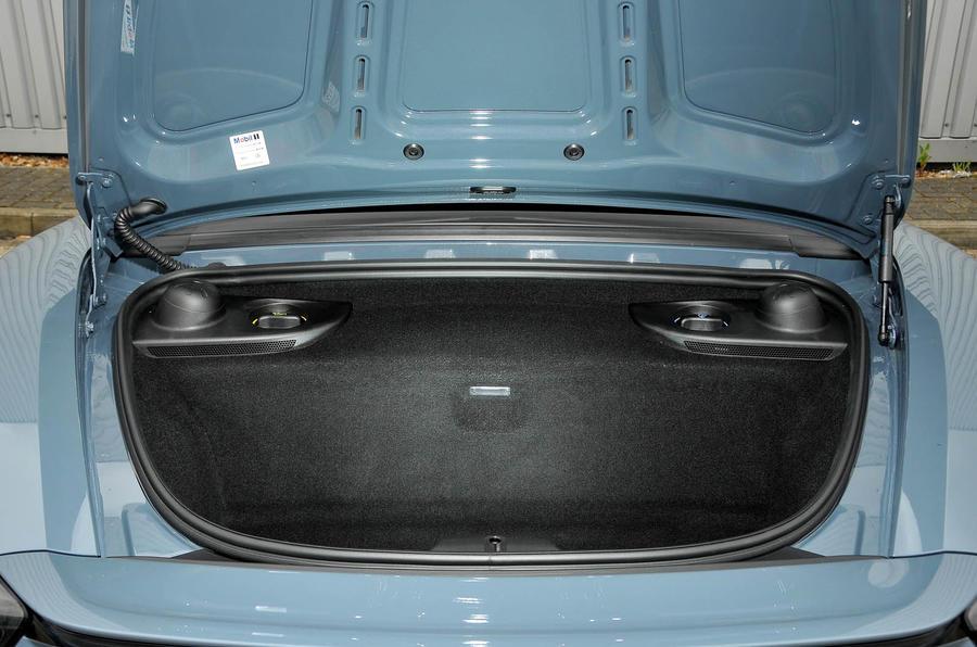 Porsche 718 Boxster boot space