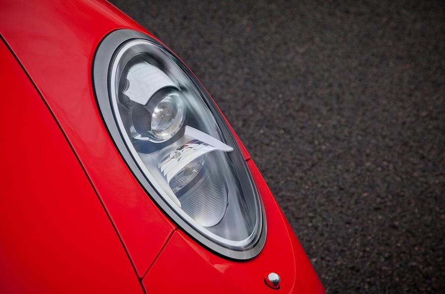 Porsche 911 bi-xenon headlights