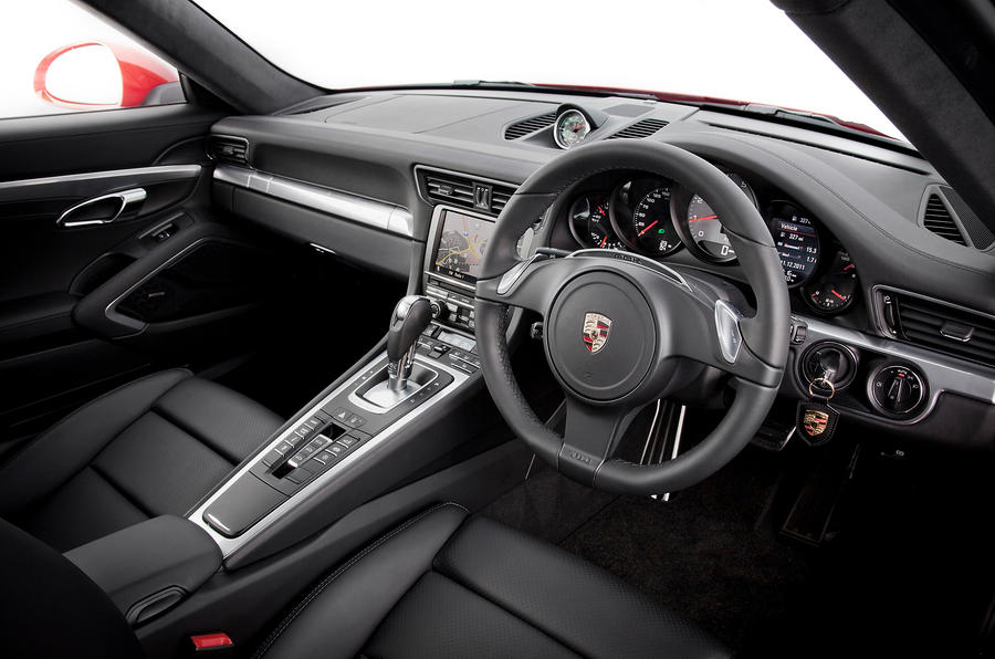 Porsche 911 dashboard