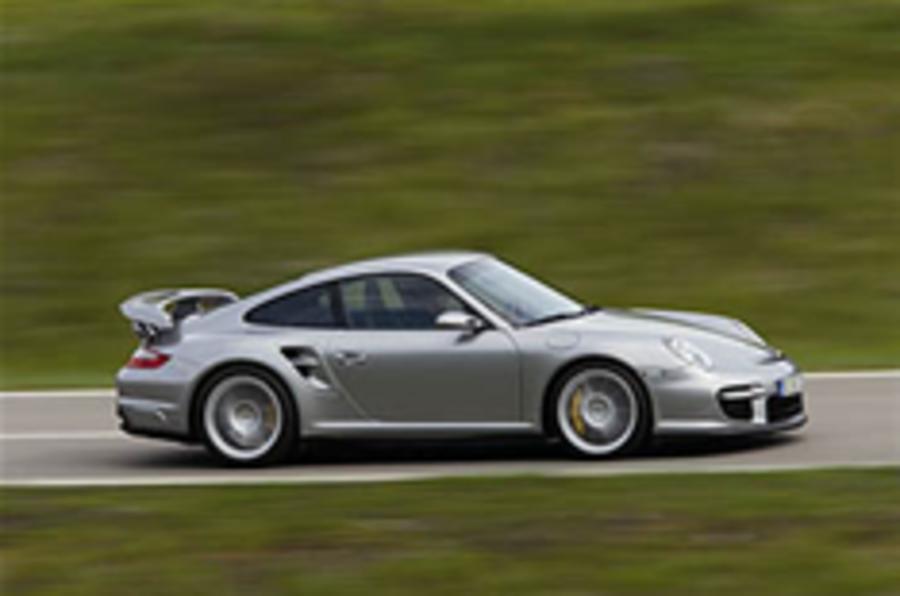 On video: 911 GT2 vs Z06