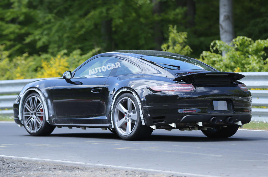 Porsche readies facelited 911 for 2015 launch