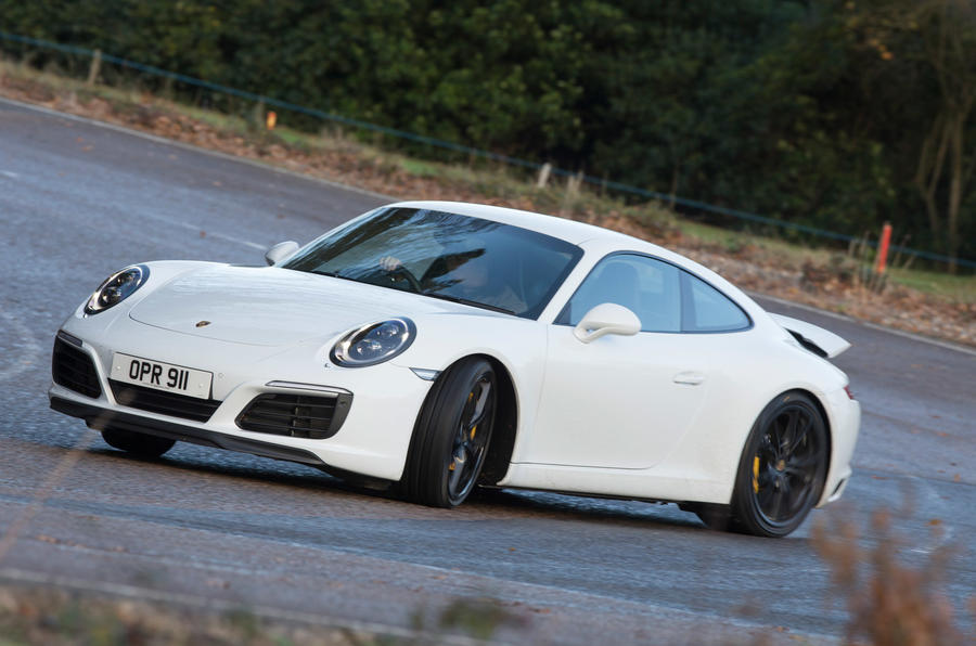 Porsche 911 Carrera drifting
