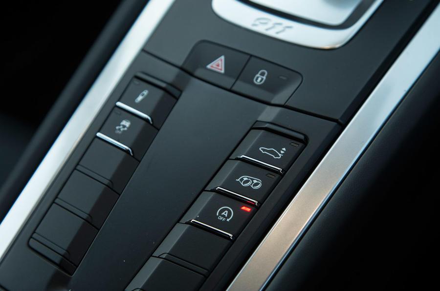 Buttons in the Porsche 911