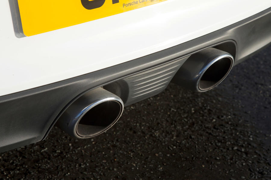 Twin-exhaust system on the Porsche 911