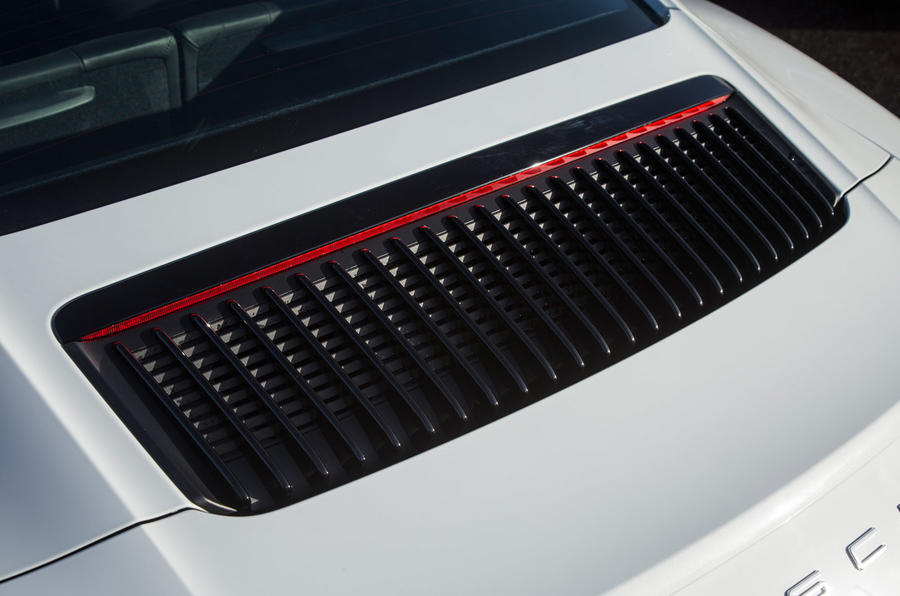 Porsche 911 engine ventilation