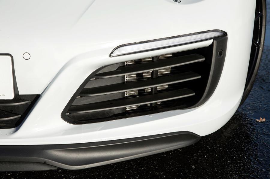 Porsche 911 front brake air intake