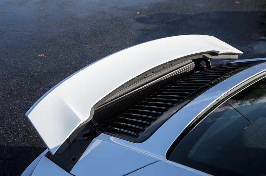Porsche 911 rear pop-up wing