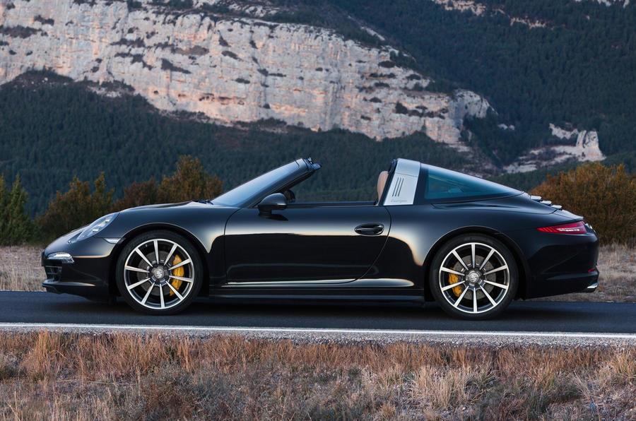 Classic roof design for new Porsche 911 Targa