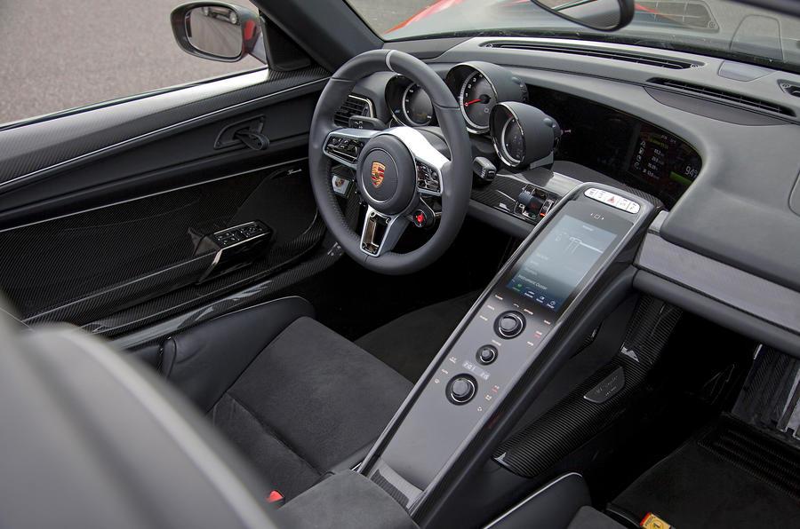 Porsche 918 dashboard