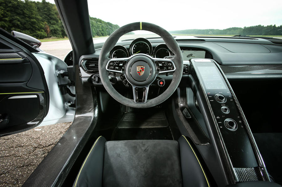 Porsche 918 spyder 2013 2015 review autocar for Porsche 918 interieur