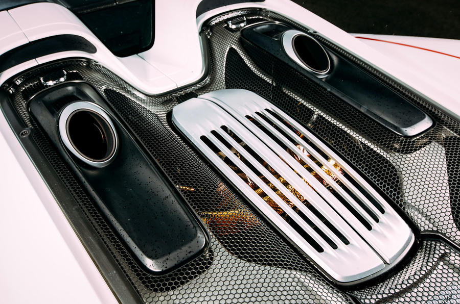 Porsche 918 Spyder engine bay
