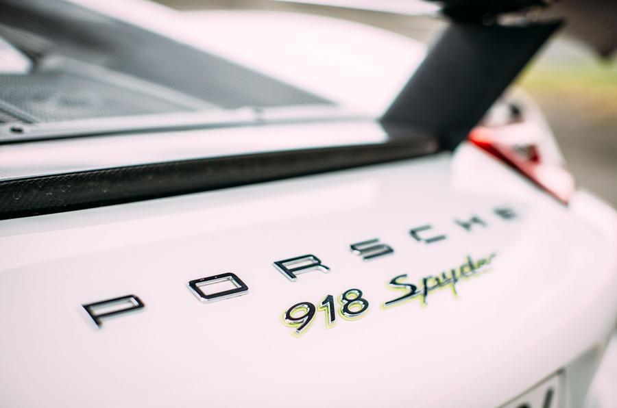 Porsche 918 Spyder badging