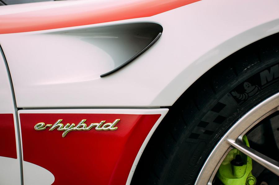 Porsche 918 Spyder hybrid badging