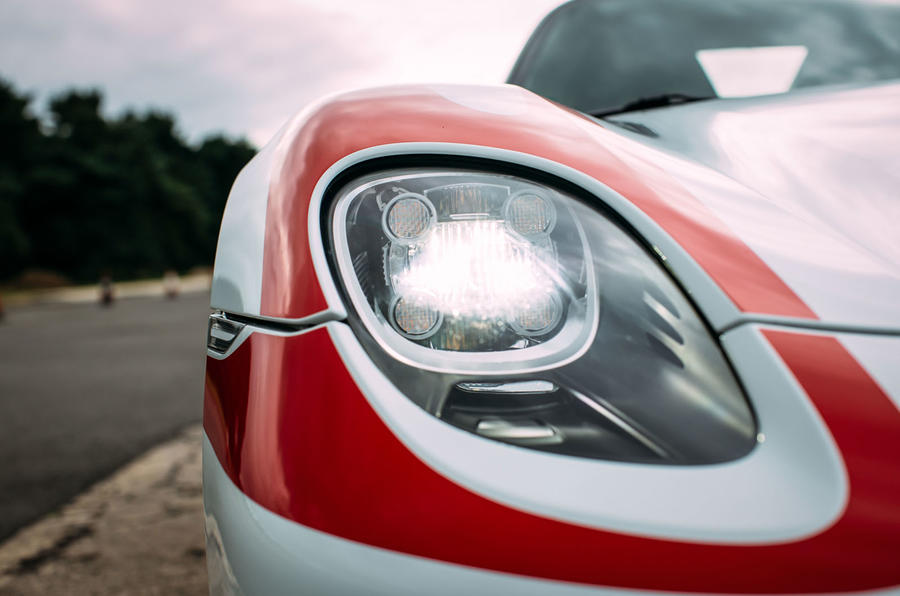 Porsche 918 Spyder xenon lights