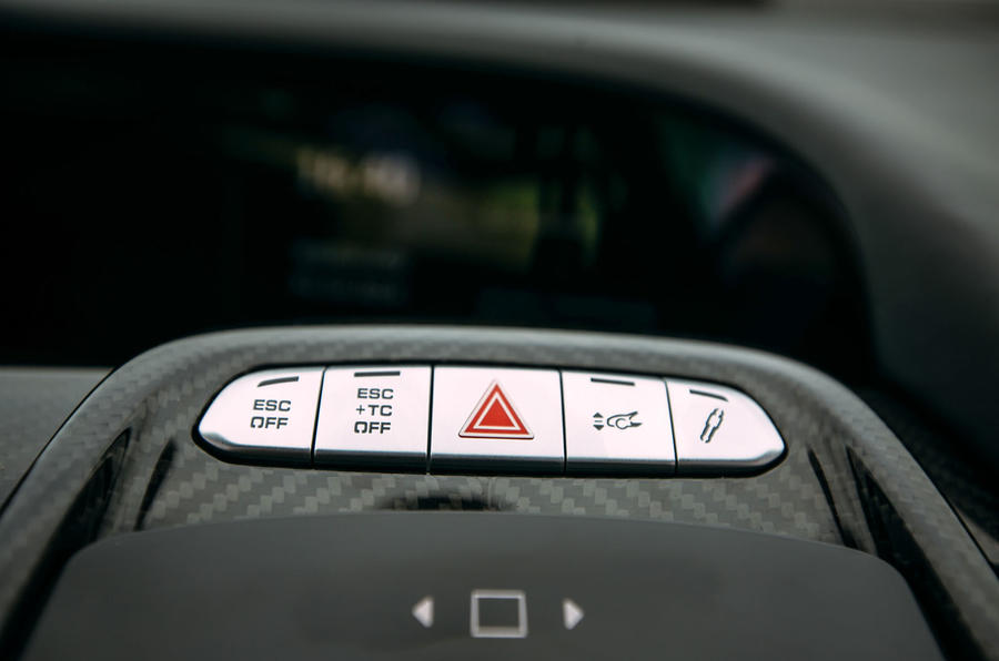 Porsche 918 Spyder dynamic controls