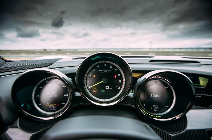 Porsche 918 Spyder instrument cluster