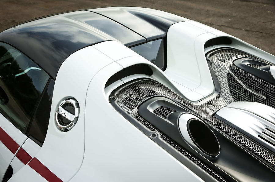Porsche 918 Spyder exhaust pipes