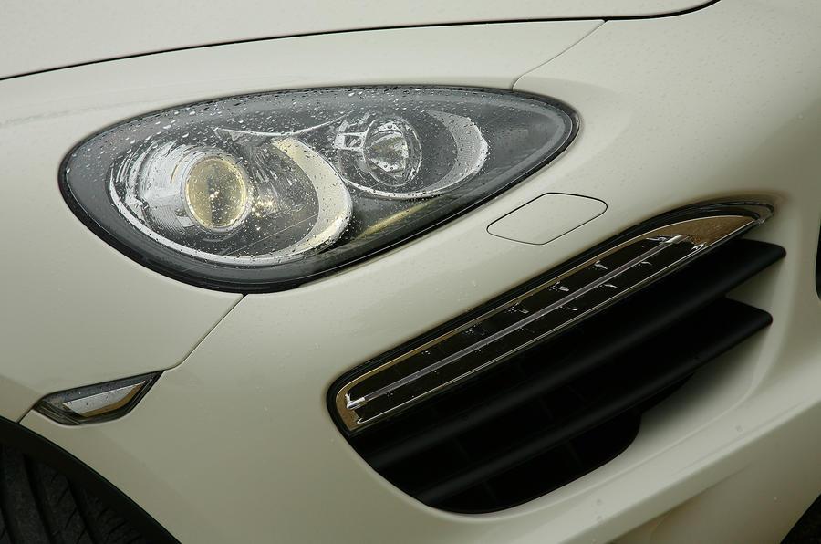 Porsche Cayenne front air intake