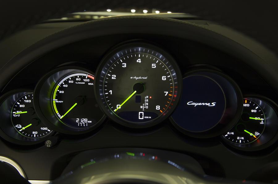 Porsche Cayenne S E-Hybrid instrument cluster