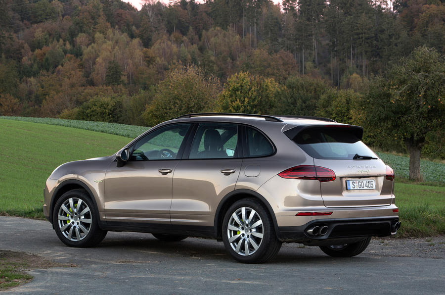 2014 porsche cayenne s e hybrid first drive. Black Bedroom Furniture Sets. Home Design Ideas