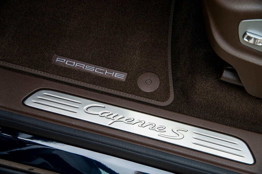 2014 Porsche Cayenne S kickplates