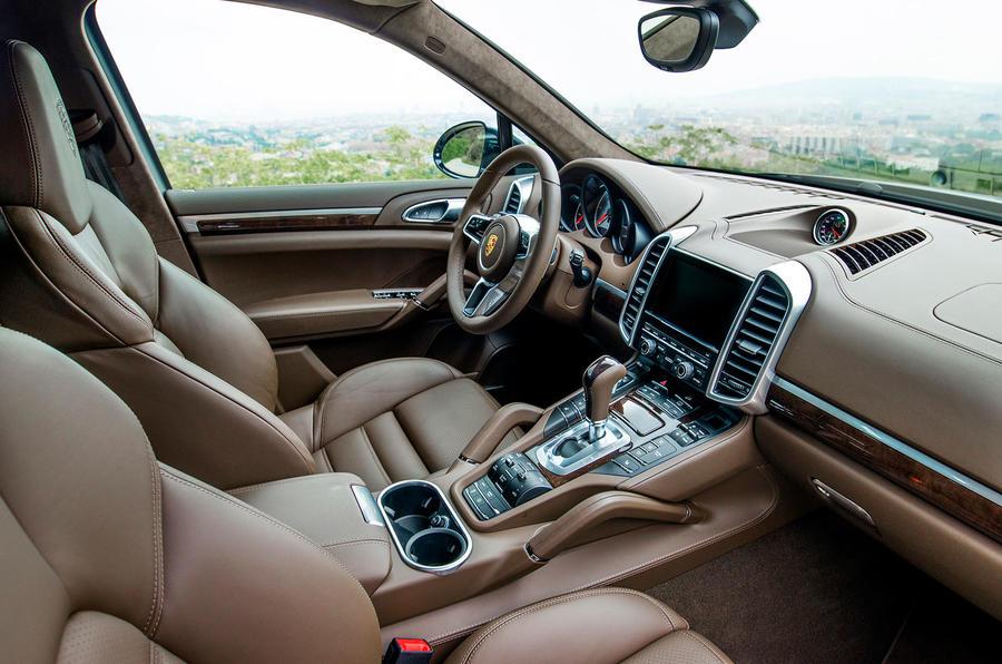 2014 Porsche Cayenne S interior