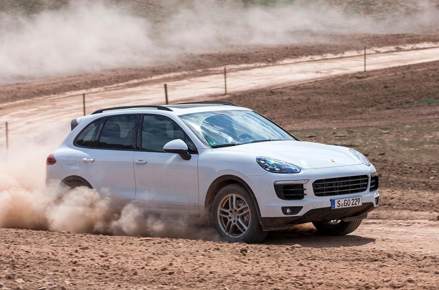 Porsche Cayenne S diesel drifting