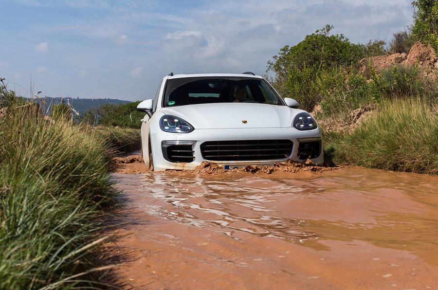 Porsche Cayenne S diesel wading