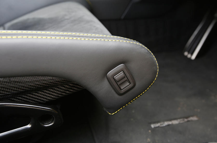 Porsche Cayman GT4 seat adjustment