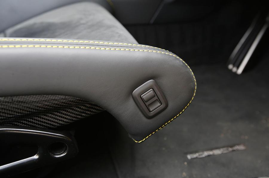 Porsche Cayman GT4 seat adjustment