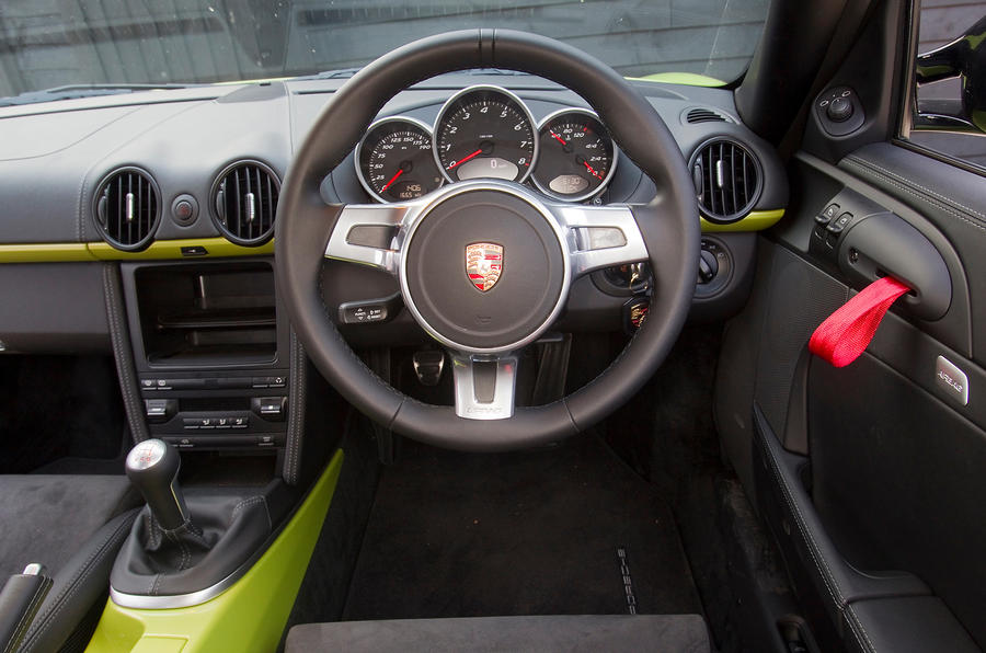 Porsche Cayman R dashboard