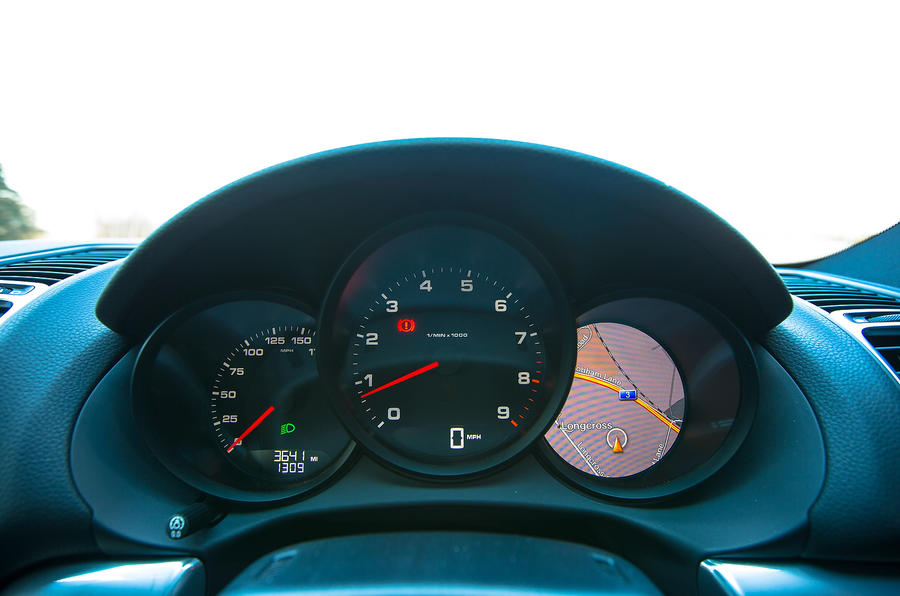 Porsche Cayman instrument binnacle