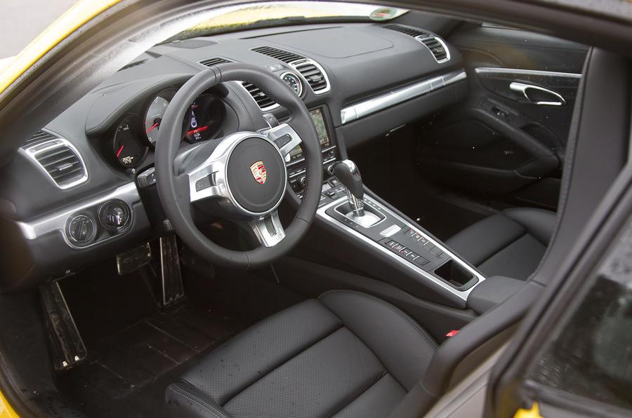 Porsche Cayman S dashboard