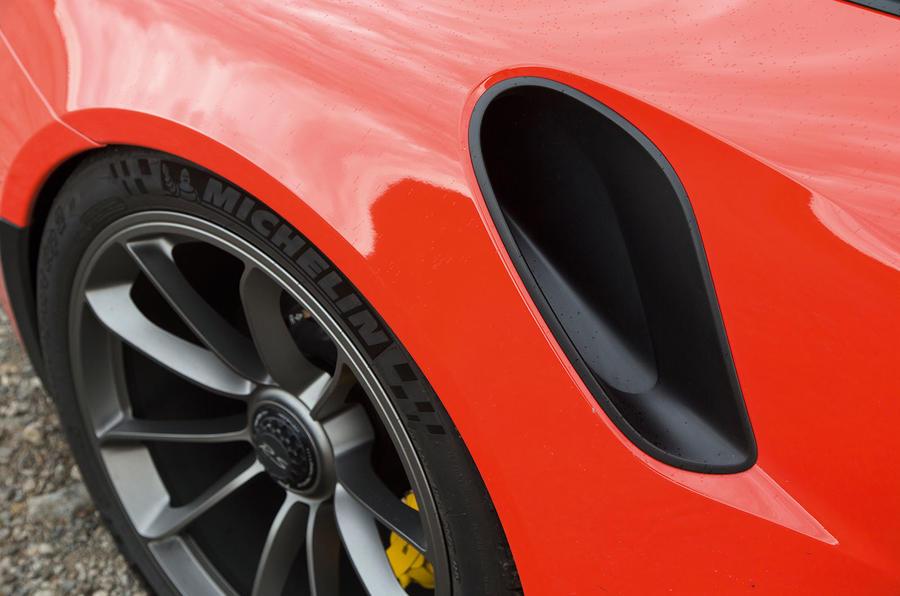 Porsche 911 GT3 RS lateral air intakes