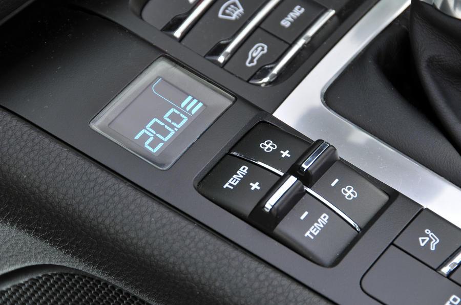 Porsche Macan climate controls