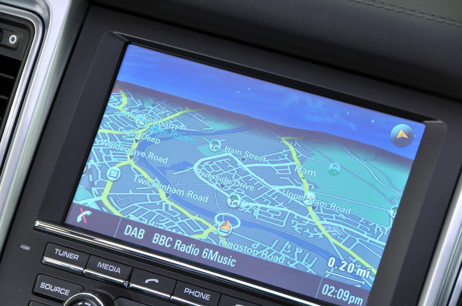 Porsche Macan infotainment system