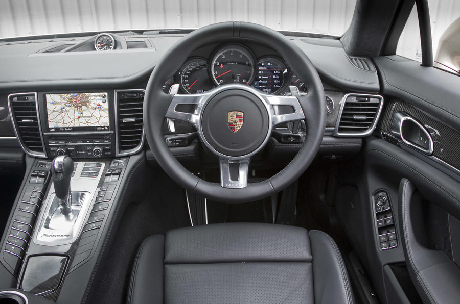 Porsche Panamera Turbo S dashboard