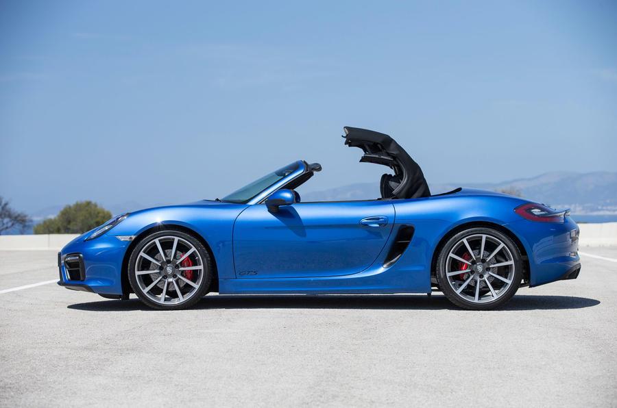 Porsche Boxster GTS roof closing