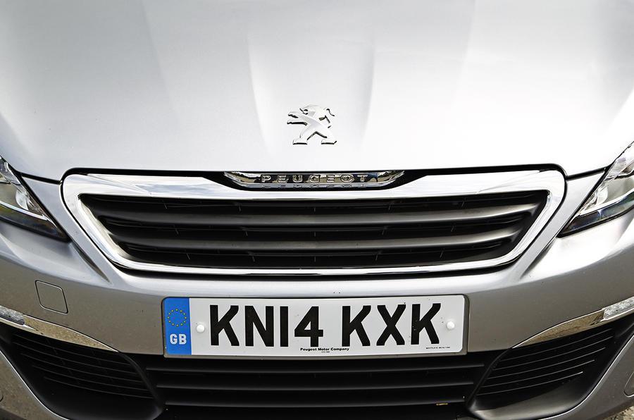 Peugeot 308 SW front grille