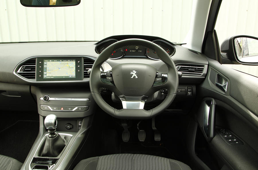 Peugeot 308 SW dashboard