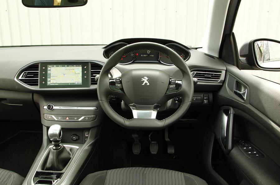 Peugeot 308 SW dashboard
