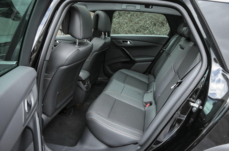 Peugeot 508 RXH rear seats