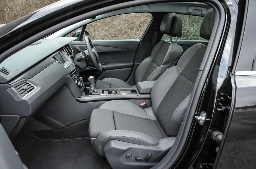 Peugeot 508 RXH front seats
