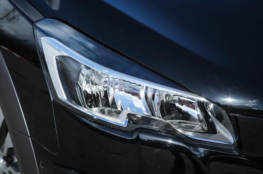 Peugeot 508 RXH xenon headlights