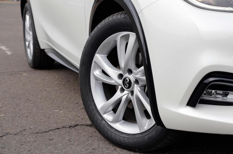 16in Infiniti Q30 alloy wheels
