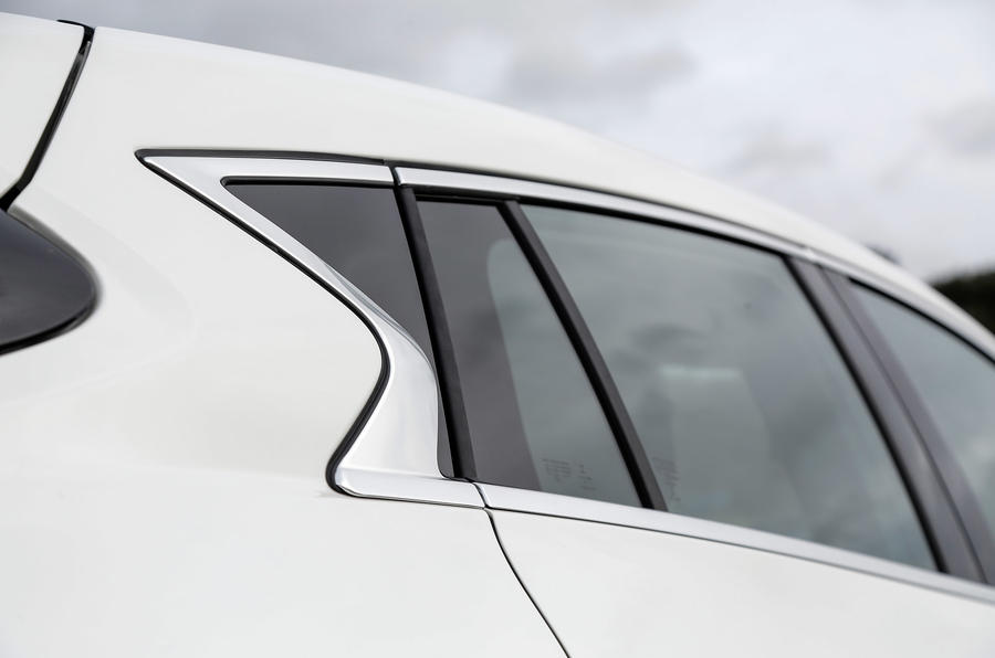 Infiniti Q30 rear windows