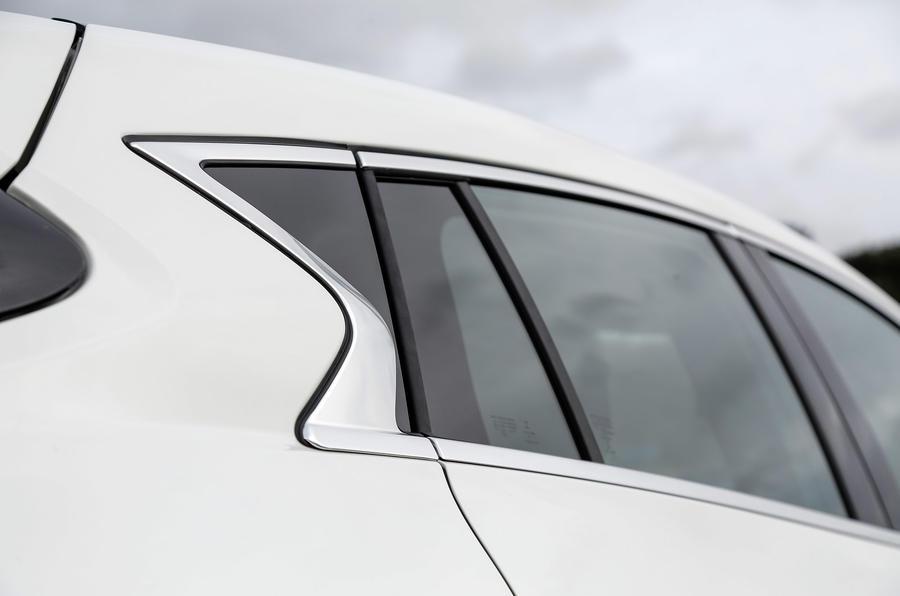 Infiniti Q30 rear windows